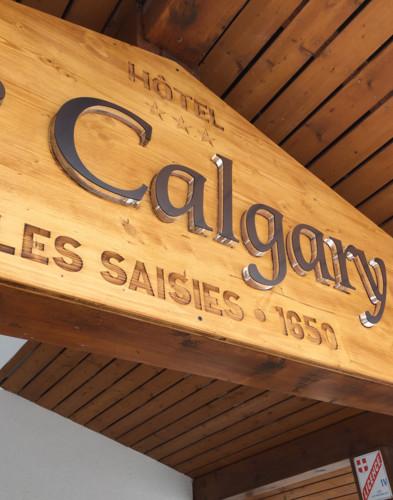 Enseigne extérieure de l'hôtel Le Calgary