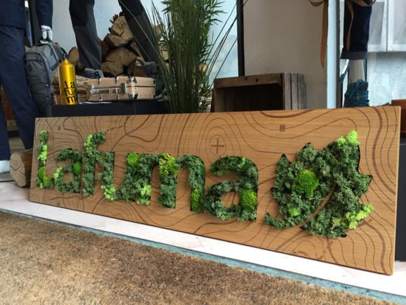 Enseigne végétale décorative pour la marque Lafuma